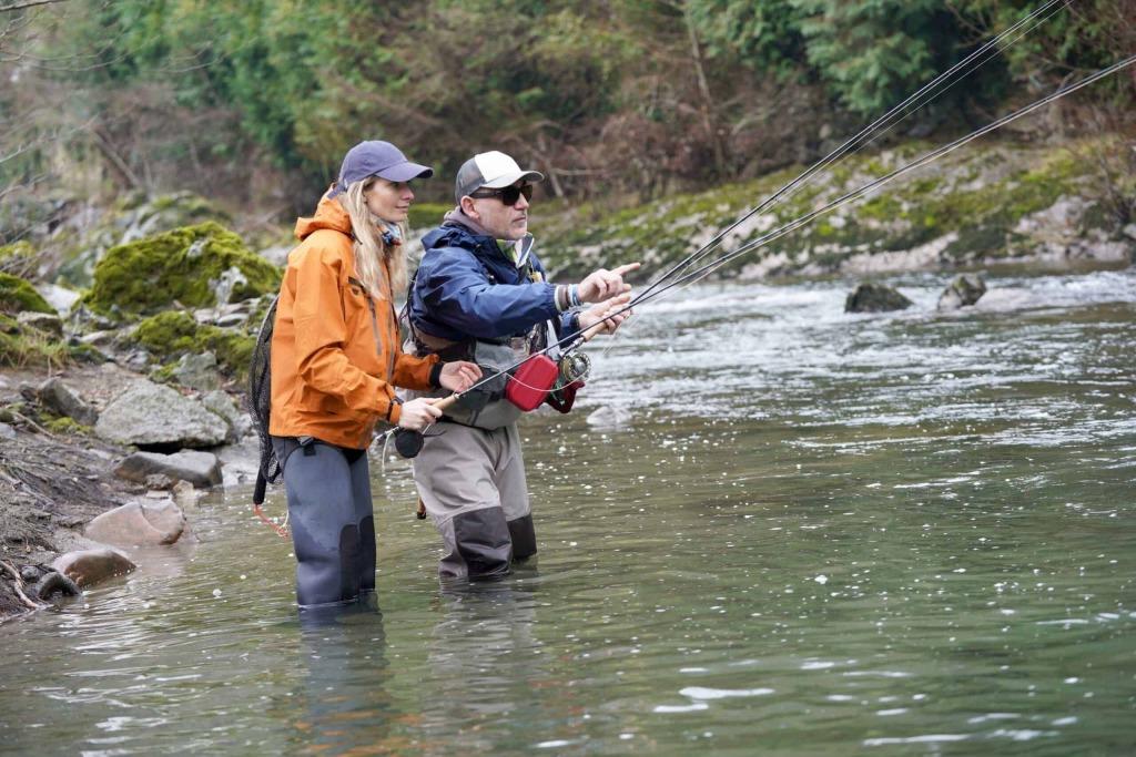 Immer mehr Frauen lernen fischen